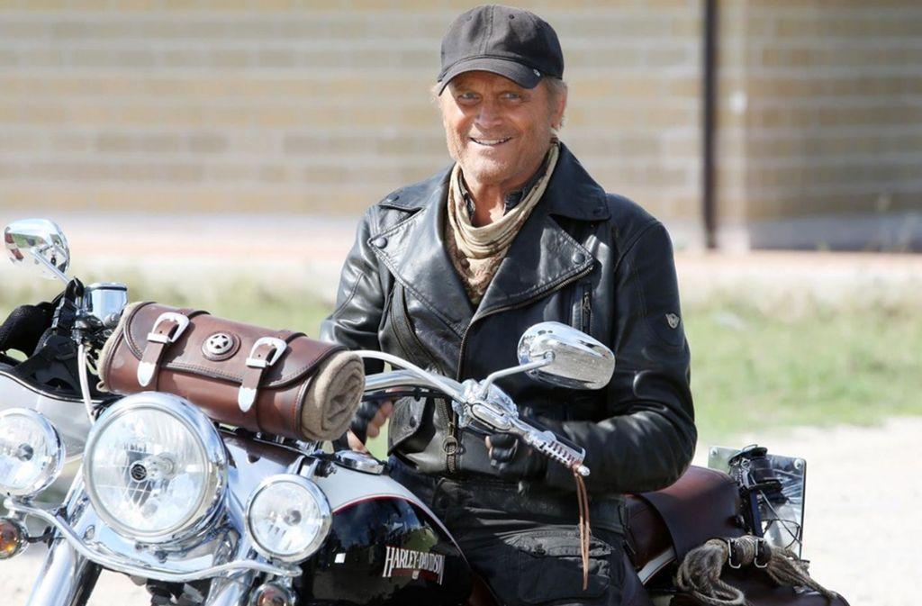Mit 79 Jahren schwingt er sich noch einmal auf die Harley-Davidson: Terence Hill Foto: KSM