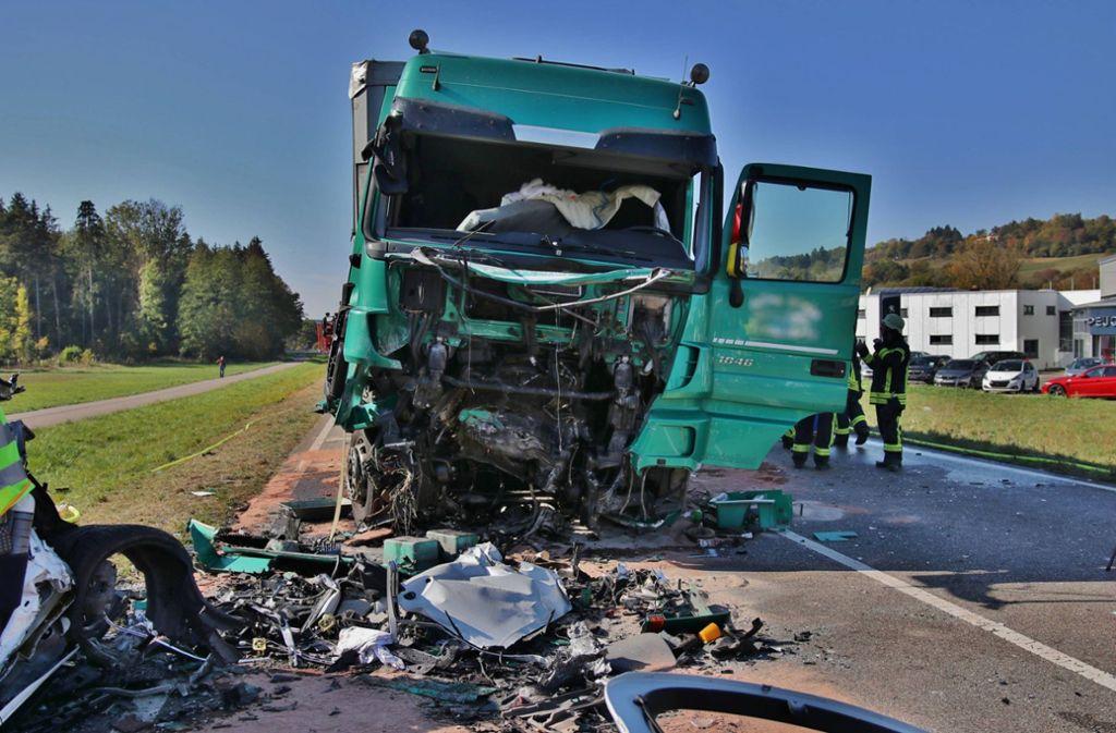 Die B29 war nach dem Unfall zeitweise komplett gesperrt. Foto: 7aktuell.de/ Lermer