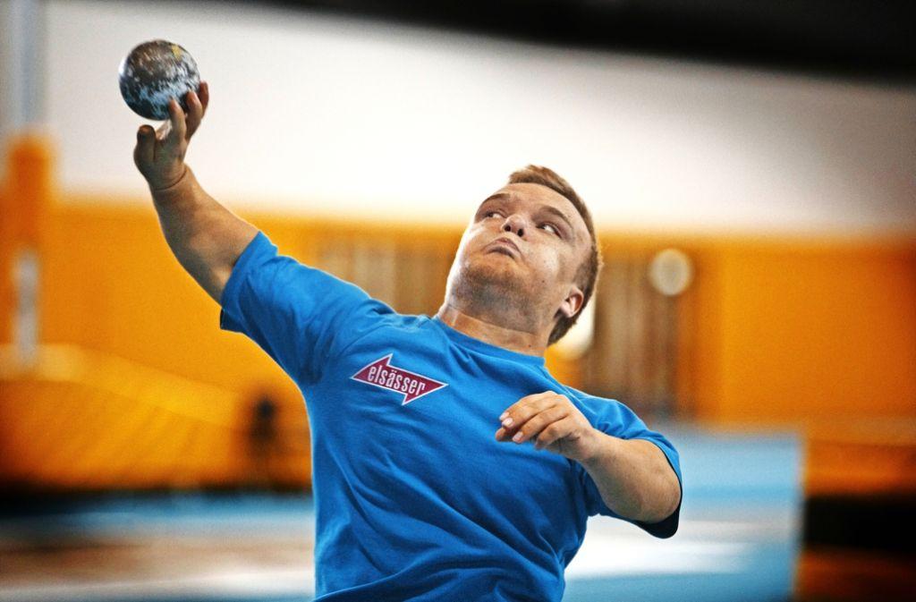 Beim Kugelstoßen sind Konzentration, Kraft und Ausdauer gefragt. Niko Kappel trainiert  mindestens fünfmal pro Woche. Foto: Gottfried Stoppel