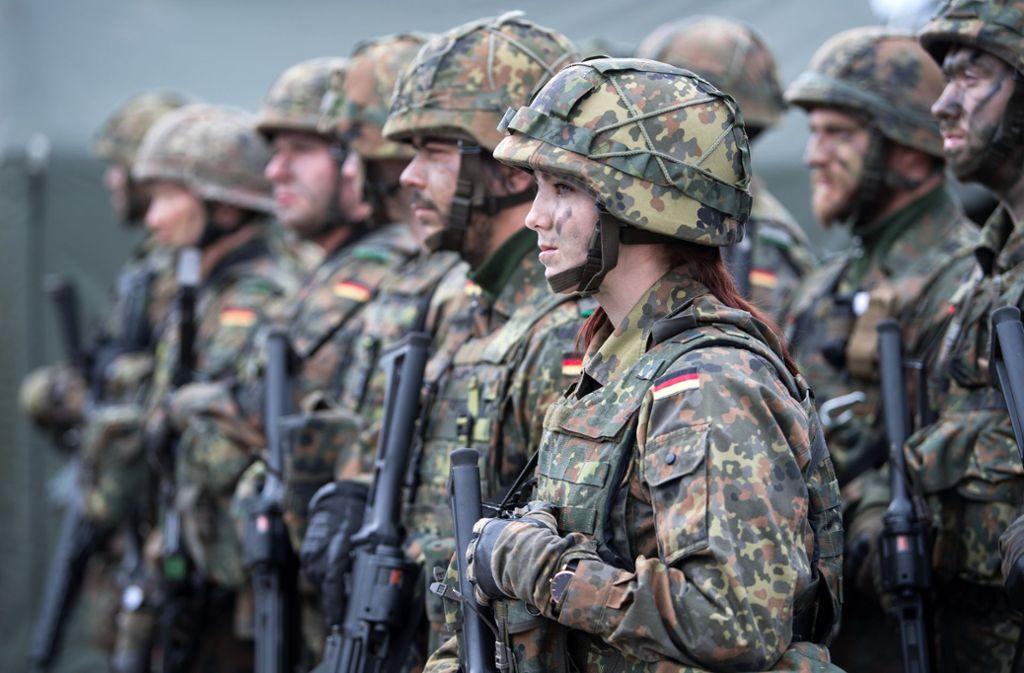 Bundeswehr-Soldaten im Kampfanzug Foto: dpa