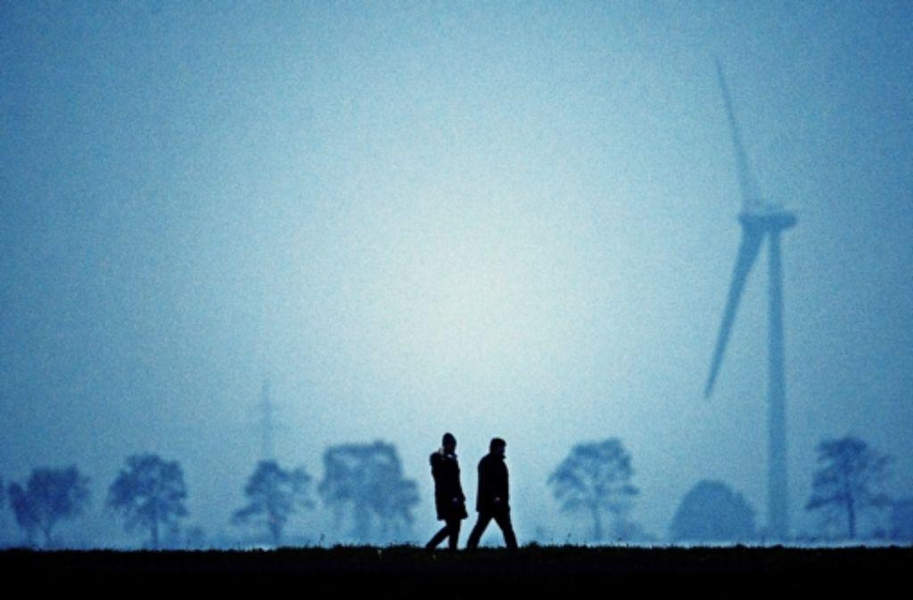 Windräder im Dämmerlicht Foto: dpa