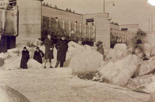 Flanieren auf dem gefrorenen Neckar
