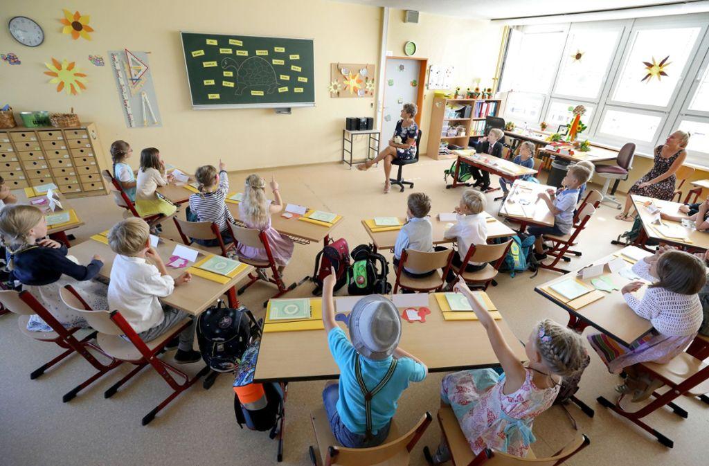 Gerade in den Grundschulen mangelt es an Lehrern. Foto: dpa