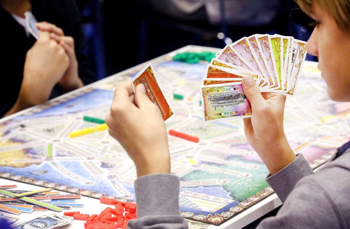 Die Kinderstiftung Funke verschenkt Spiele an bedürftige Kinder (Symbolbild). Foto: dpa/Roland Weihrauch