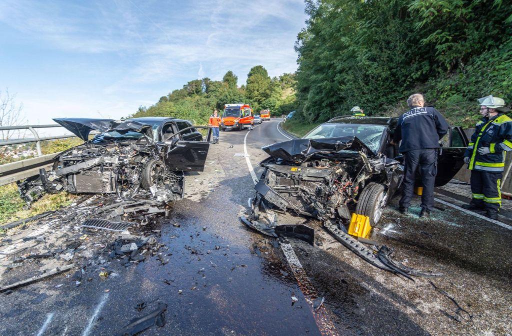 Die beiden Fahrzeuge wurden bei dem Zusammenstoß völlig demoliert. Foto: 7aktuell/Moritz Bassermann