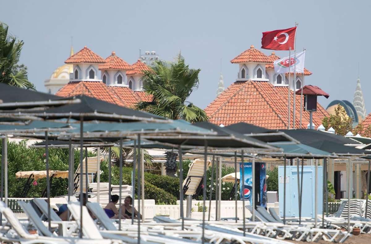 Die Warnung vor touristischen Reisen in die türkischen  Urlaubsregionen Antalya, Izmir, Aydin und Mugla entfällt. (Archivbild) Foto: dpa/Marius Becker