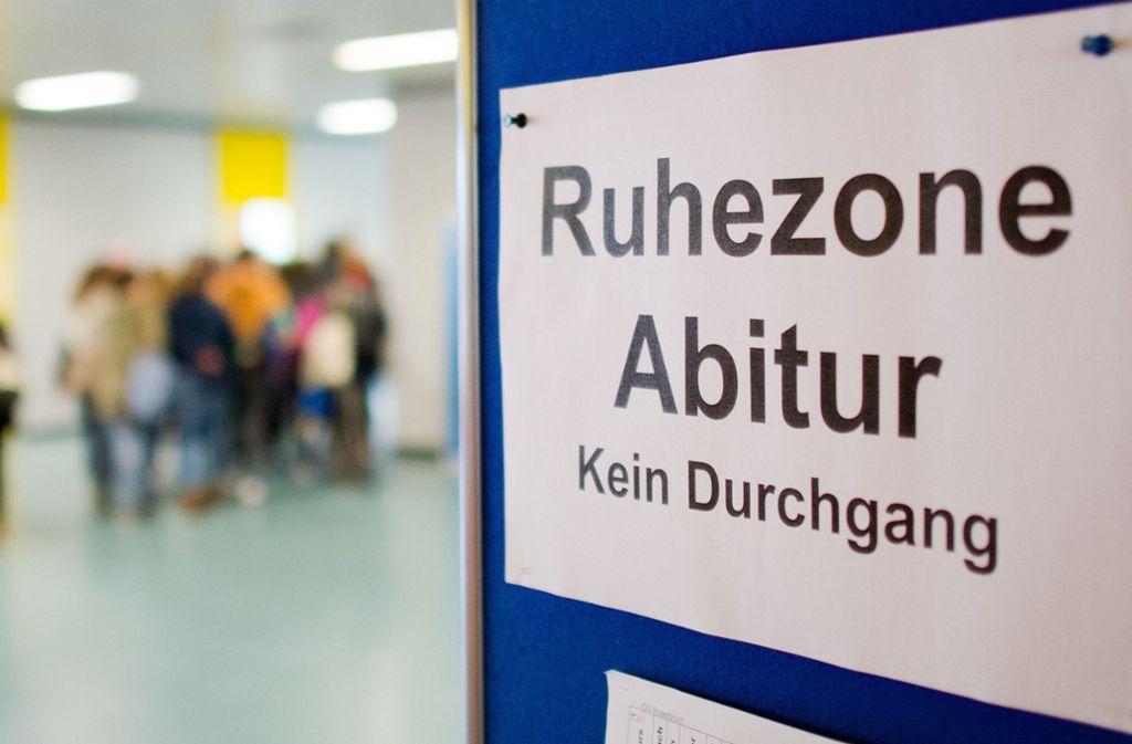 Auch dieses Jahr soll die  Abitursprüfung in allen Ländern stattfinden. (Symbolbild) Foto: dpa/Julian Stratenschulte