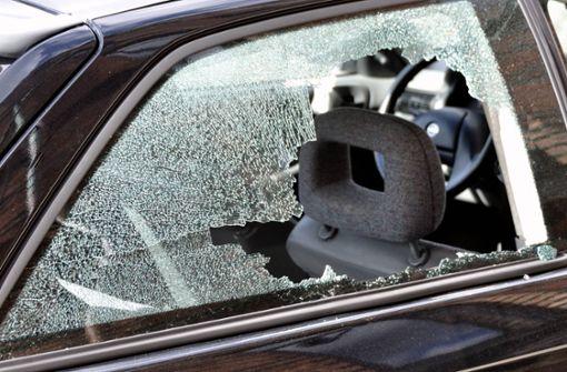 Mit gestohlenem Golfschläger Autoscheiben eingeschlagen