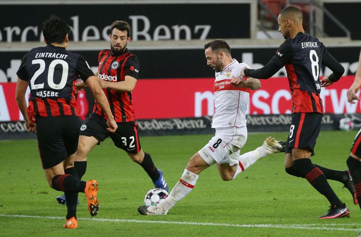 Kann der VfB (mit Gonzalo Castro, Mitte) auch in Frankfurt Punkte holen? Foto: Baumann