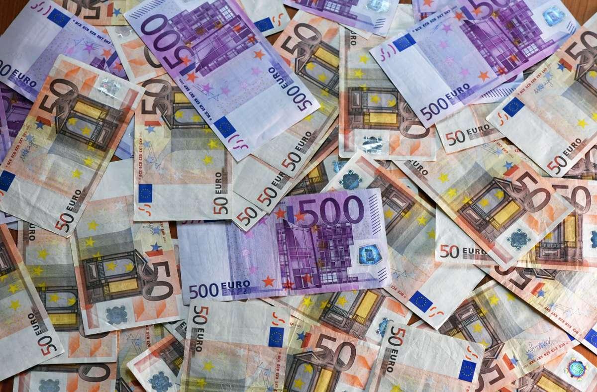 Der Dieb hat unter anderem Bargeld gestohlen (Symbolbild) Foto: dpa/Jens Kalaene