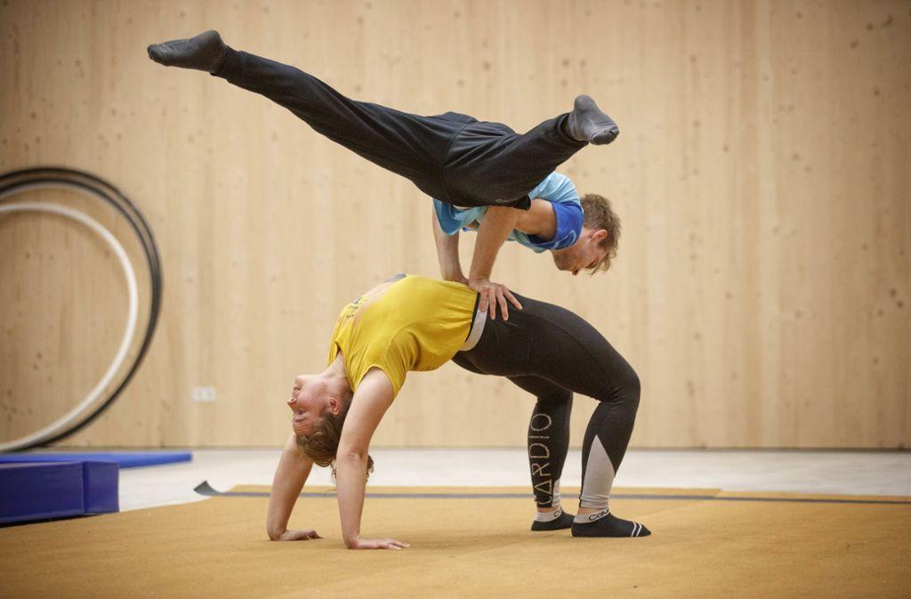 Johannes Mach und Eileen Lenk spezialisieren sich auf Partnerakrobatik. Foto: Gottfried Stoppel