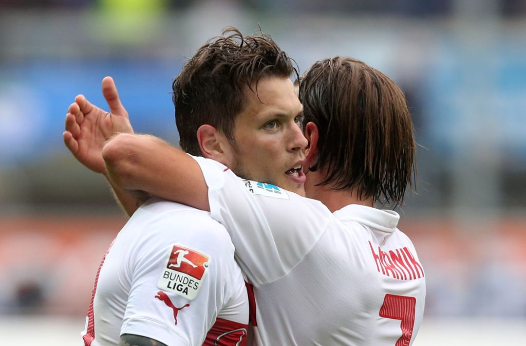 Damals noch im gleichen Trikot: Die Kumpels Daniel Ginczek (links) und Martin Harnik beim Torjubel nach dem 2:1 gegen Paderborn. Foto: Pressefoto Baumann