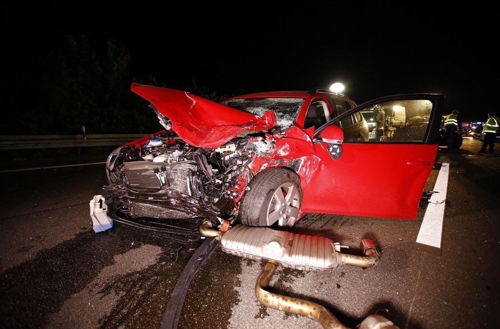 Bei einem schweren Unfall auf der A81 bei Mundelsheim sind mehrere Personen schwer verletzt worden. Foto: 7aktuell.de/Karsten Schmalz