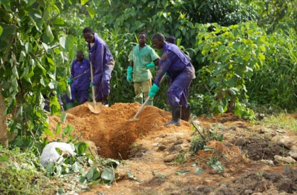 Das Begräbnis von Ebola-Opfern ist äußerst gefährlich. Foto: dpa