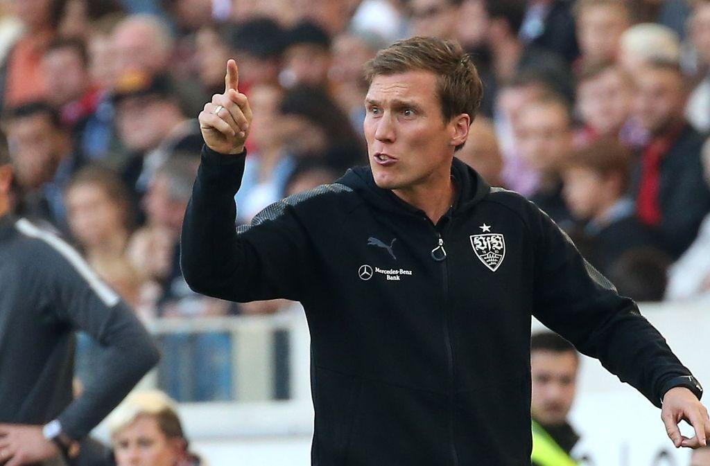 Trainer Hannes Wolf und der VfB wollen die ersten Auswärtspunkte der Saison. Foto: Pressefoto Baumann