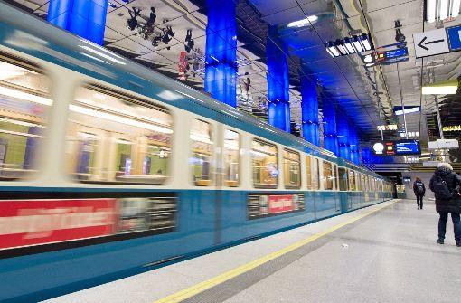 Mann vor U-Bahn geschubst – 38-Jährige in U-Haft