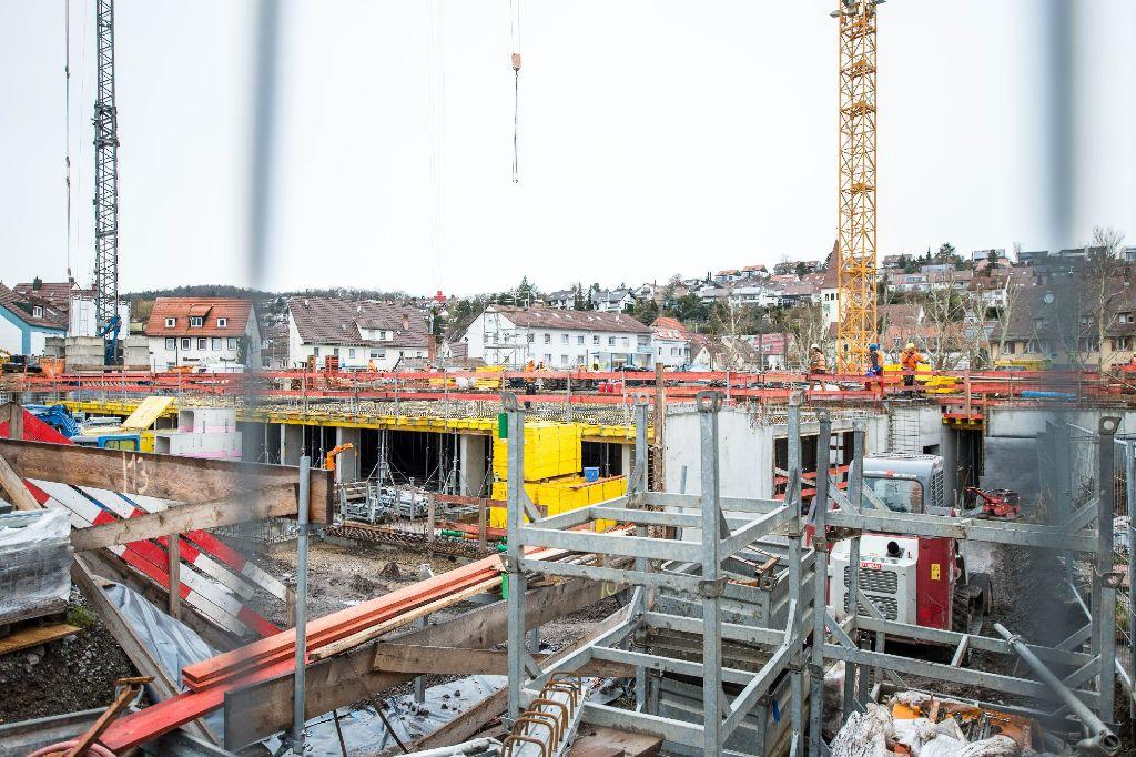 Der Baubranche kam der milde Winter sehr entgegen. Hier ein Foto von der Baustelle der Neuen Mitte in Botnang. Foto: www.7aktuell.de | Florian Gerlach