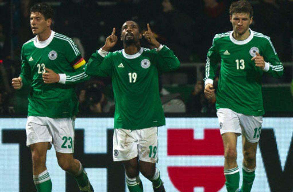 Cacau nach seinem Treffer zum 1:2 im Länderspiel gegen Frankreich. Foto: dpa