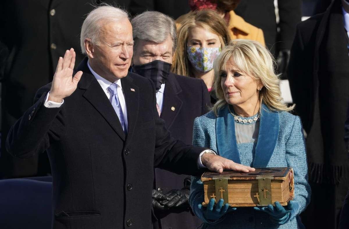 Joe Biden und seine Frau Jill bei seinem Amtseid. Foto: dpa/Andrew Harnik
