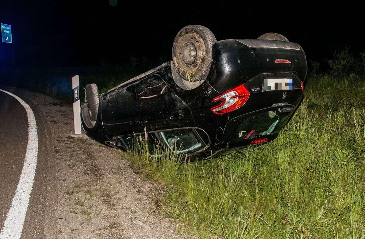 Der Fahrer hatte Glück im Unglück: Er kletterte mit leichten Verletzungen aus dem Peugeot 208 Foto: SDMG/Dettenmeyer