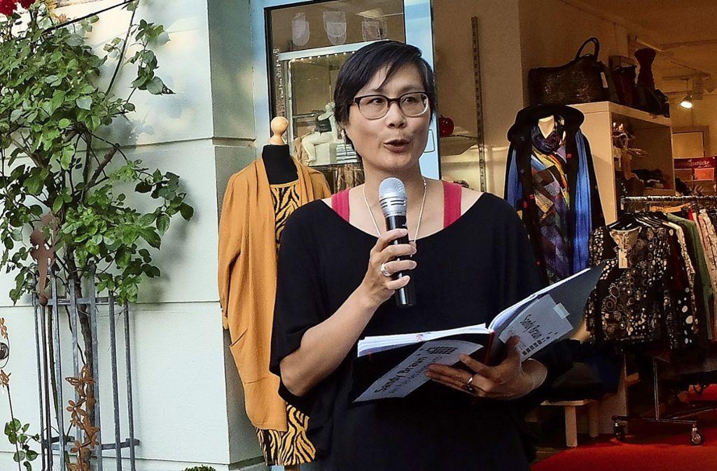 Sandy Braun  beim 14. Schaufenster Kultur in Bad Cannstatt.. Foto: Iris Frey