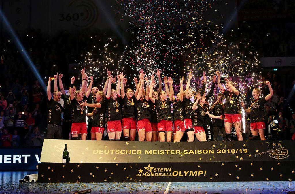 Bietigheims Handballerinnen feiern den Titel – aber nicht das Double. Foto: Pressefoto Baumann