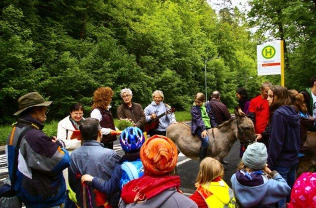 Der Busstopp im Elsental ist ein Grund zum Feiern. Foto: Alexandra Kratz