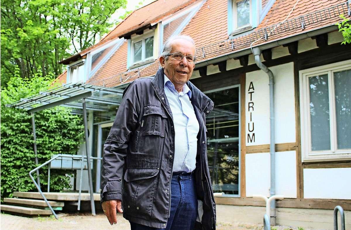 Karl Kästle wohnt in der Nachbarschaft des Atriums. Das ist ein Grund für sein Interesse an dem Gebäude  – aber längst nicht der einzige. Foto: Caroline Holowiecki