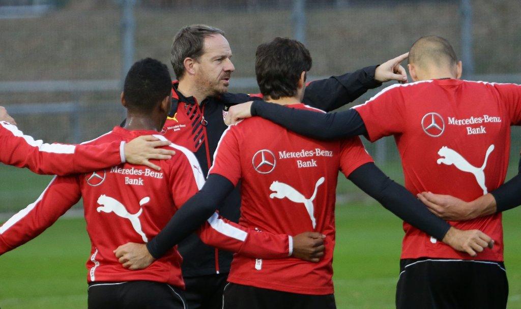 Beim Training des VfB Stuttgart am Dienstag musste Trainer Alexander Zorniger seine Mannschaft zusammenrücke lassen. Neun Spieler sind derzeit auf Länderspielreise. Hier sind die Bilder vom Training. Foto: Pressefoto Baumann