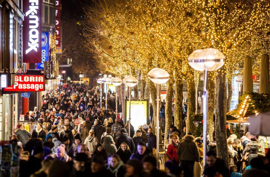 Lange Einkaufsnacht: In Stuttgart ist bis spät in den Abend viel los. Foto: Lichtgut/Christoph Schmidt