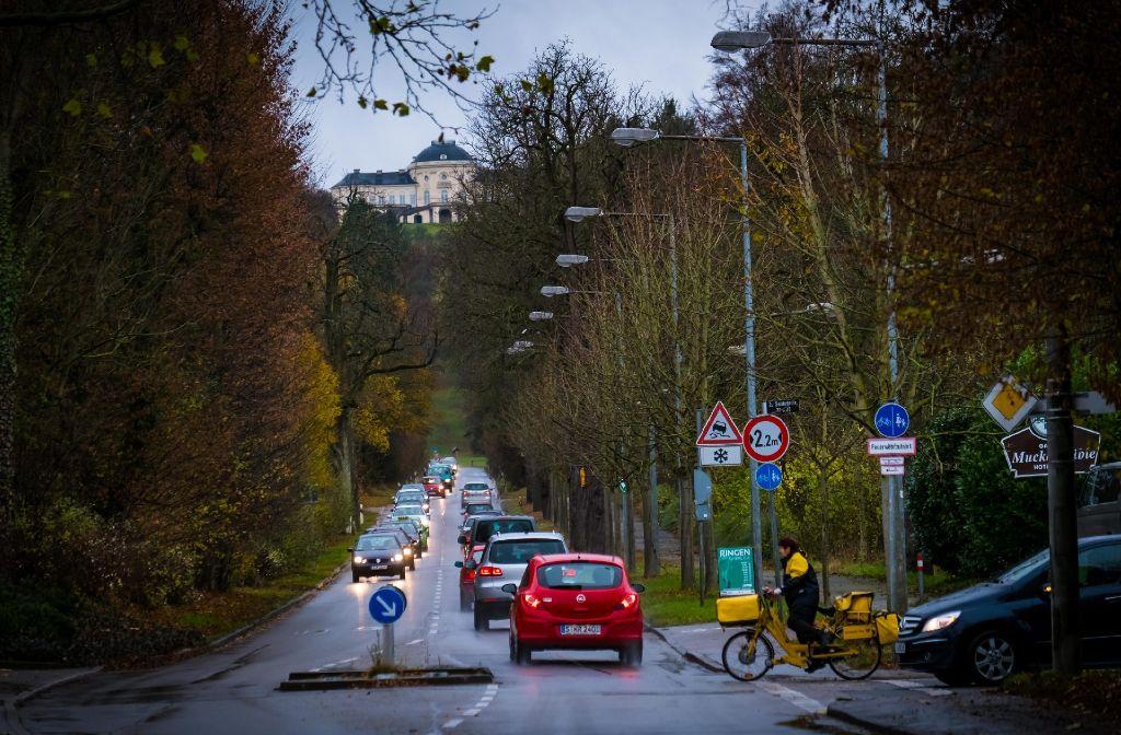 Die Solitude-Allee unterhalb des Schlosses ist oft von Staus geplagt. Foto: Lichtgut / Zweygarth