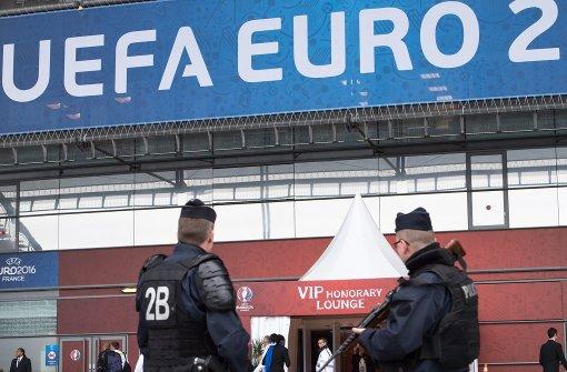 Polizei sprengt Auto nahe Pariser Stadion auf