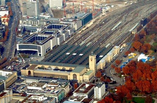 Ständige Mehrkosten nähren die Rufe nach einem Ausstiegsszenario: der Stuttgarter Hauptbahnhof vor dem Abriss des Südflügels. In unserer Bilderstrecke erklären wir, welche Großprojekte ähnlich wie S21 von Kostensteigerungen betroffen sind. Foto: dpa