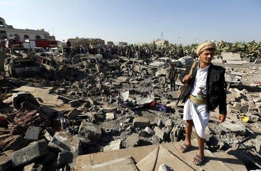 Saudi-Arabien bombardiert weiter