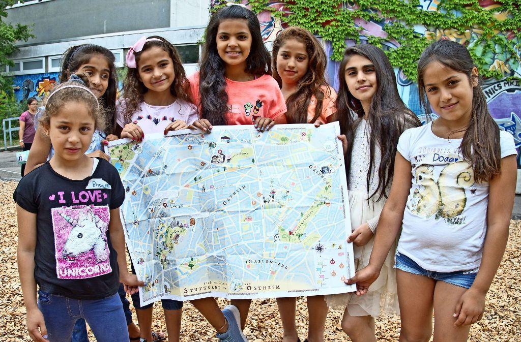 Die Mädchen sind  als Stadtentdecker im Osten unterwegs gewesen. Foto: Lg/ Oliver Willikonsky