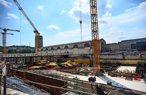 Zwei Züge auf einem Gleis im Hauptbahnhof geplant