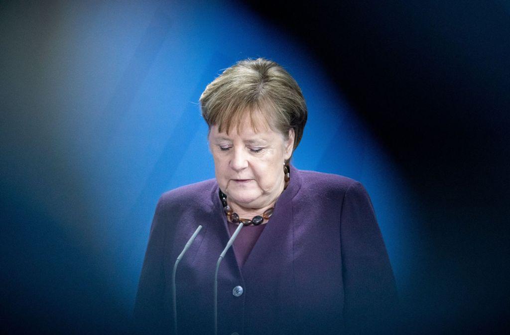 """Die Linke hat Strafanzeige wegen """"Beihilfe durch Unterlassen zum Mord"""" gegen Angela Merkel und die Mitglieder der Bundesregierung gestellt. Foto: dpa/Michael Kappeler"""
