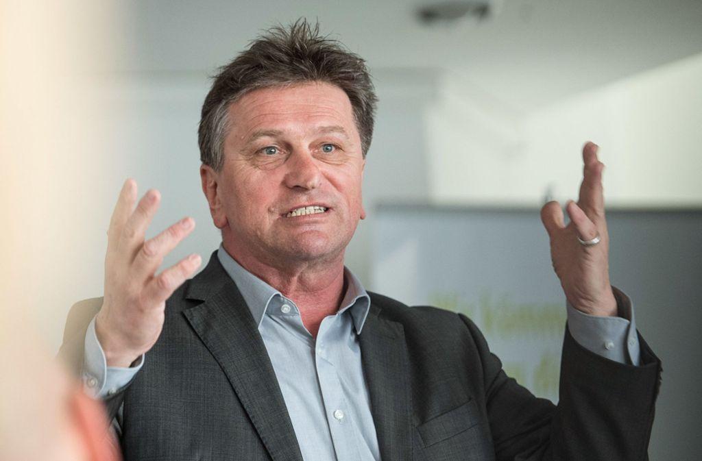 Landesgesundheitsminister Manne Lucha (Grüne) reagiert empört auf die Vorwürfe des DAK-Chefs Andreas Storm, die dieser in einem StZ-Interview erhoben hatte. Foto: dpa