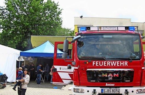 Fröhliche Party am Feuerwehrhaus