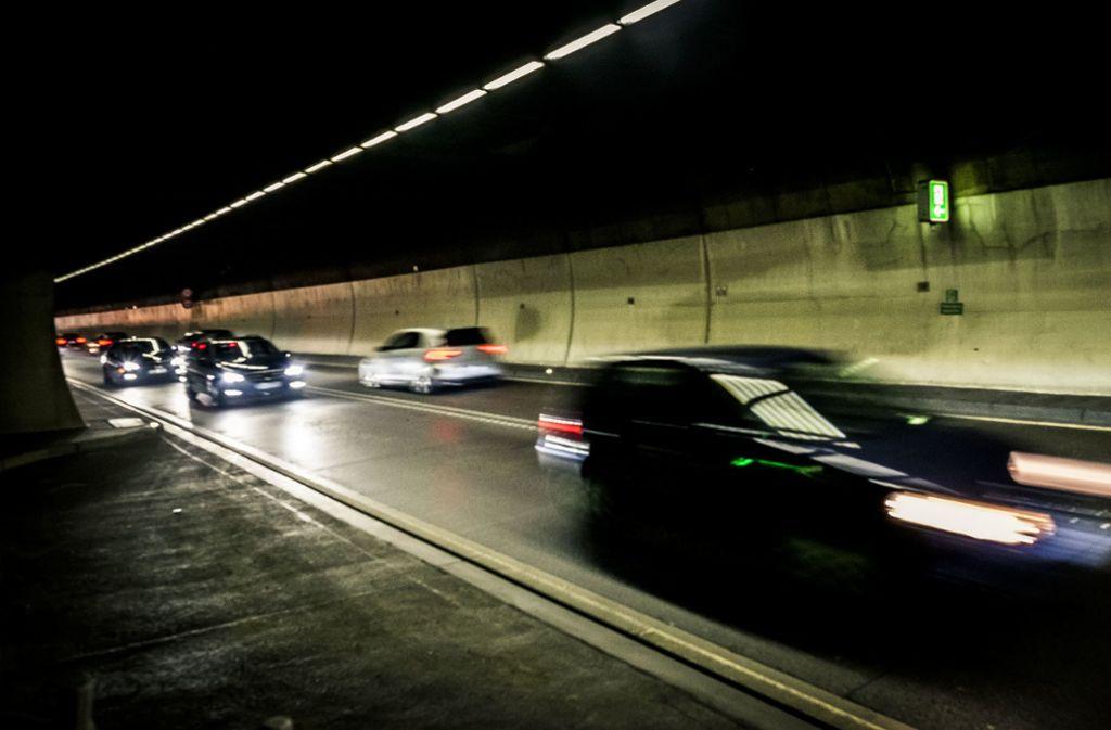 Der Heslacher Tunnel musste am Montagmorgen teilweise gesperrt werden. (Symbolbild) Foto: Max Kovalenko/Lichtgut/Max Kovalenko