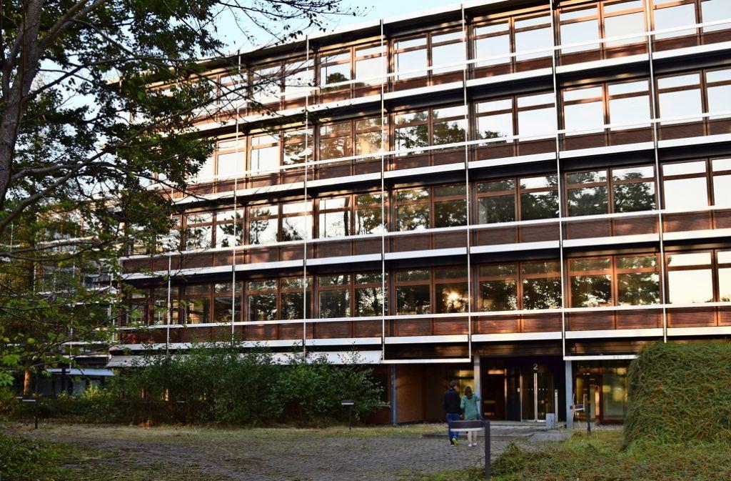 Die von dem Architekten Egon Eiermann für IBM entworfenen   Gebäude stehen seit deren Auszug im Jahr 2009 leer Foto: Archiv A. Kratz