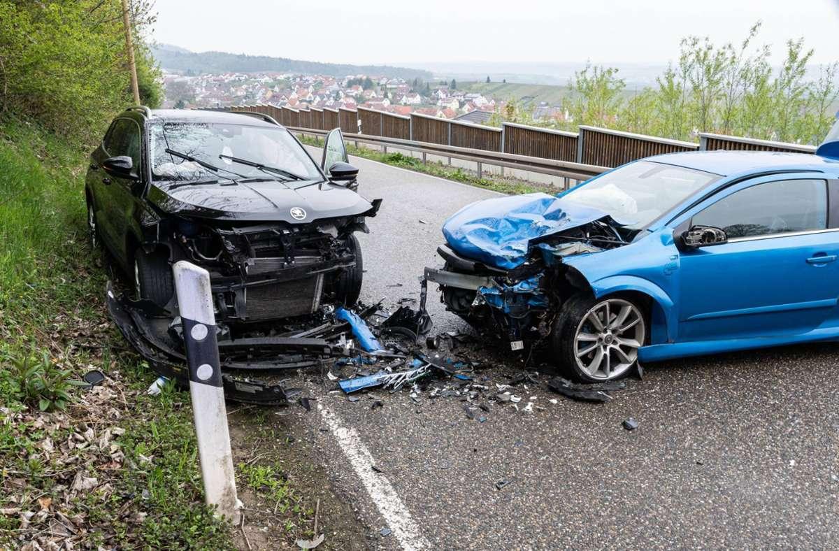 Die beteiligten Autos sind bei dem Unfall schwer beschädigt worden. Foto: 7aktuell.de/ JB