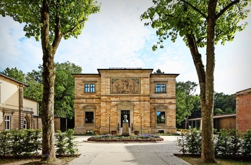 Wagners  Villa Wahnfried in Bayreuth,   das später erbaute Siegfried-Wagner-Haus (li.) sowie  der Museumsneubau (re.) Foto: Marcus Ebener