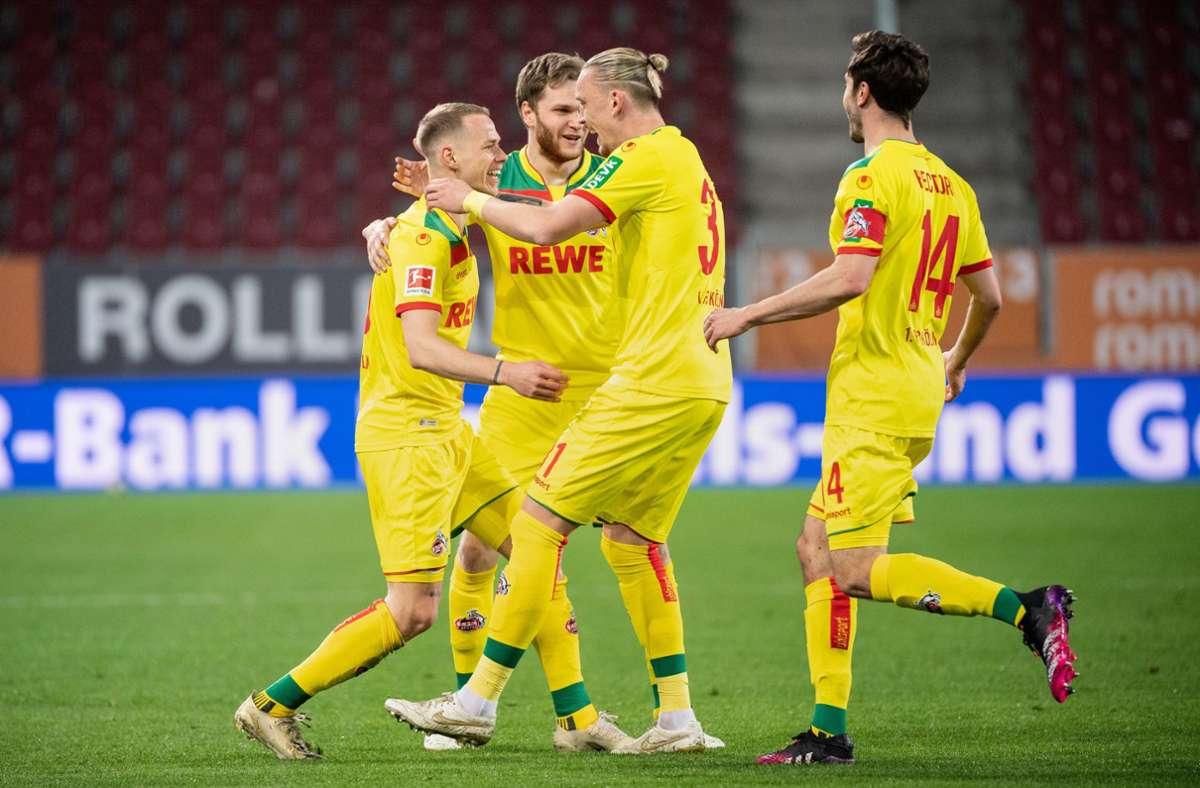 Die Kölner freuen sich über ihren Sieg in Augsburg. Foto: dpa/Matthias Balk