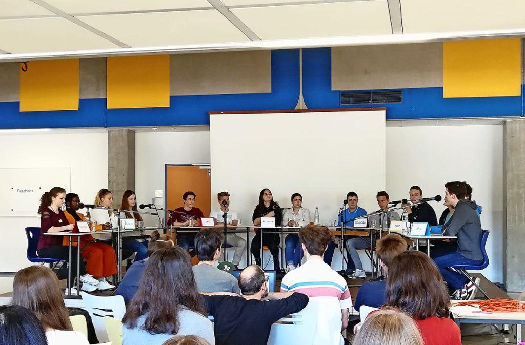 Die Schüler des Königin-Charlotte-Gymansiums haben über Klima- sowie über Sicherheitspolitik diskutiert Foto: Anja Widenmann