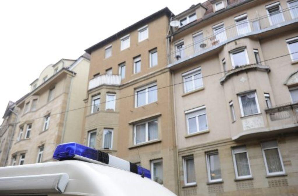 In diesem Haus in der Reinsbugrstraße ist eine Frau getötet worden. Foto: Eichert
