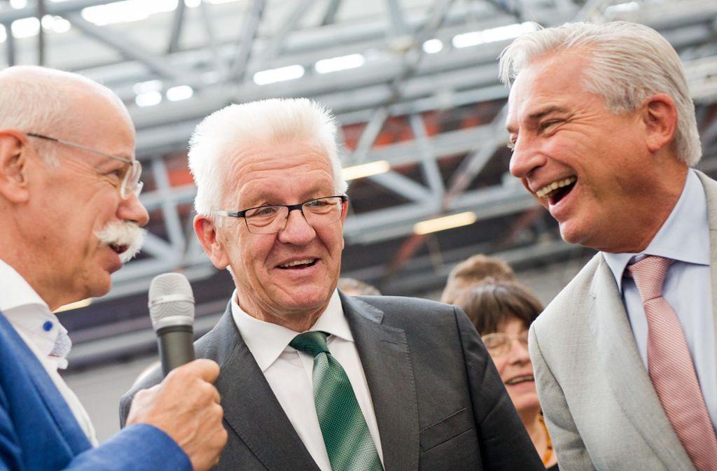 Vize-Regierungschef Thomas Strobl und Ministerpräsident Winfried Kretschmann, hier im Gespräch mit Daimler-Chef Dieter Zetsche (von rechts), müssen beim Fahrverbot nacharbeiten. Foto: dpa