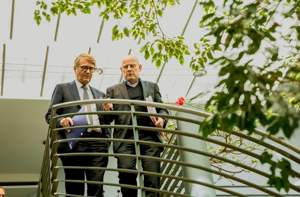 Ronald Pofalla im Gespräch mit Winfried Hermann (rechts) Foto: Lg/Julian Rettig