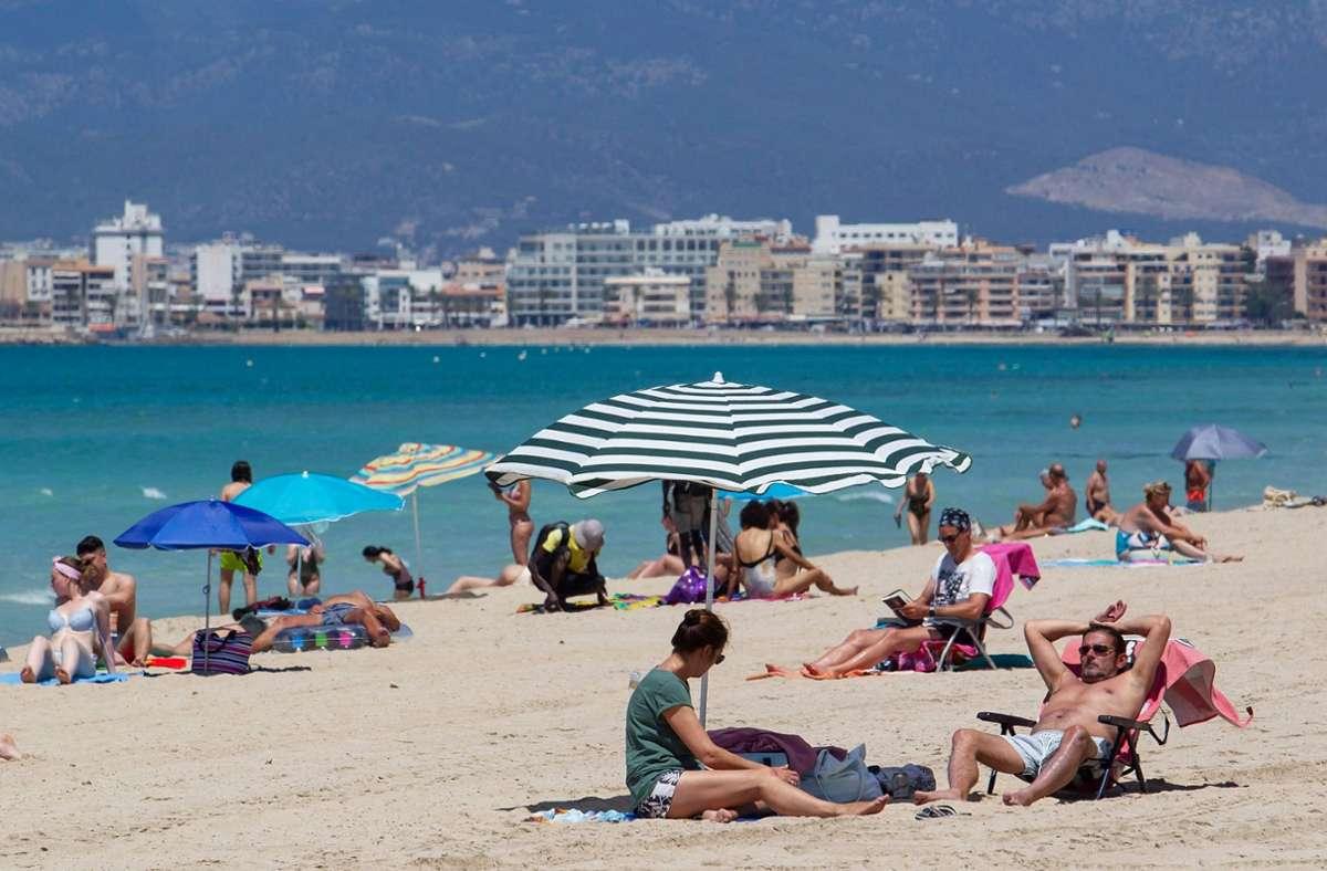 Derzeit würden vor allem Ferienziele gebucht, allen voran Mallorca. Foto: AFP/JAIME REINA