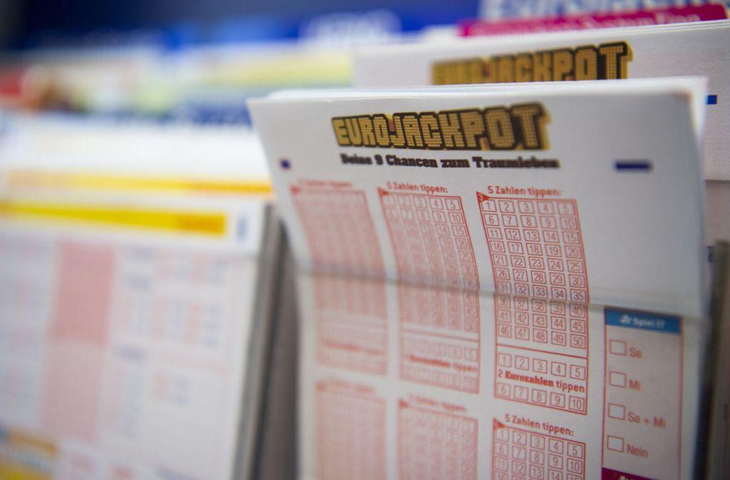 Der Tipper, der den 90-Millionen-Eurojackpot geknackt hat, ist weiter unbekannt. Foto: dpa/Christophe Gateau